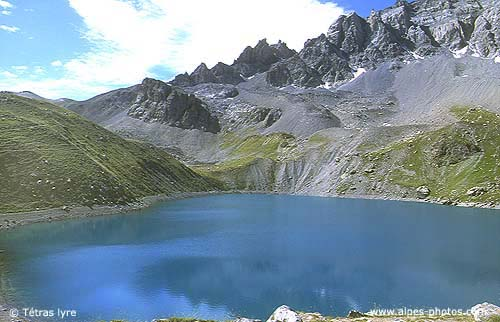 Le lac miroir et le lac st anne au dessus du village de for Lac miroir queyras